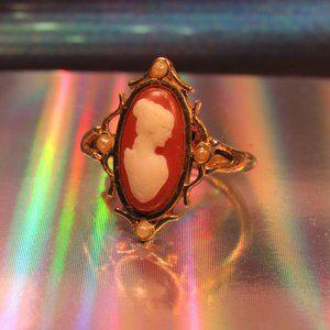 Avon Cameo Ring Size 6.5
